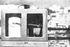 شكل 12- حرارتنگار (ترموگراف) وسیلهای كه با آن تغییرات درجۀ حرارت در روزهای مختلف هفته ثبت میشود - ایستگاه هواشناسی هدف